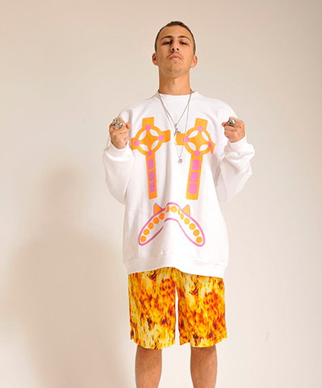 CASSETTE PLAYA CROSS EYE  SWEATER AND FLAME SHORTS