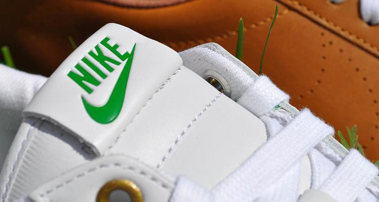 Nike Tennis Classic AC LTR bei glOry hOle