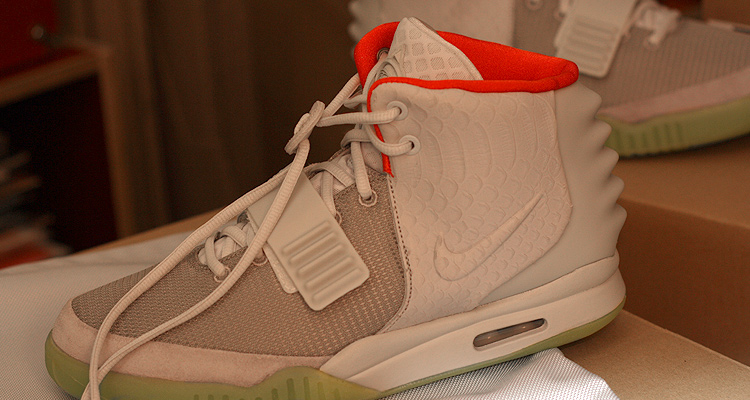 Nike Air Yeezy 2 Wolf Grey / Pure Platinum